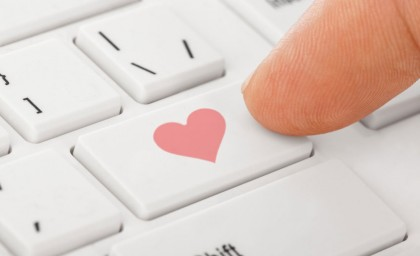 4 Reasons to Buy Engagement Rings Online