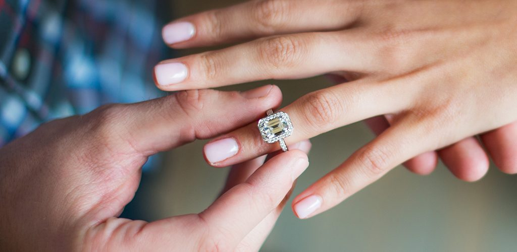 choose diamond buying engagement ring 101