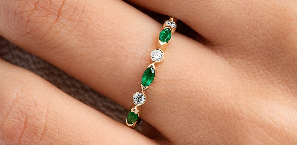 alternating leaf emerald birthstone ring