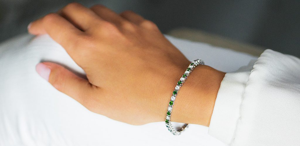 14K White Gold Alternating Emerald And Diamond Tennis Bracelet