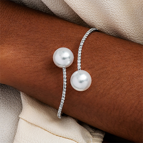 18K White Gold South Sea Cultured Pearl And Diamond Curving Bangle Bracelet