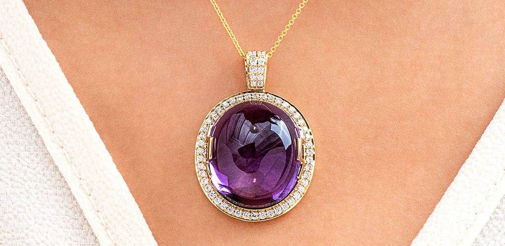 18K Yellow Gold Oval Amethyst Cabochon And Diamond Necklace