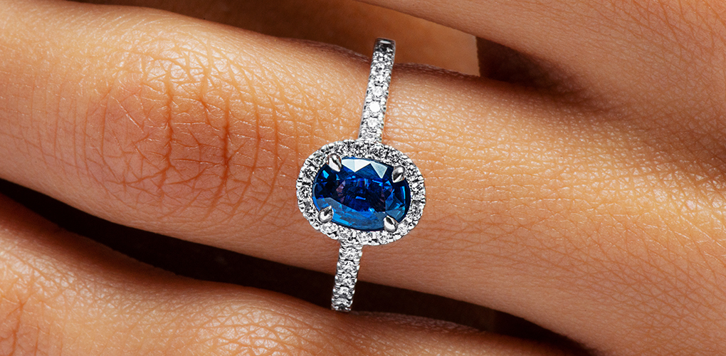 18K White Gold Oval Halo Sapphire And Diamond Ring