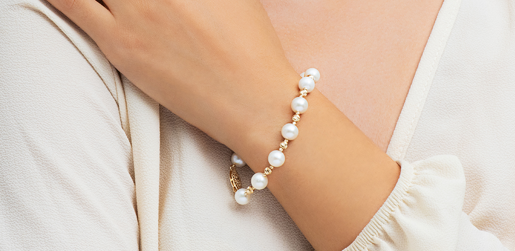 14K Yellow Gold Freshwater Cultured Pearl And Textured Bead Bracelet