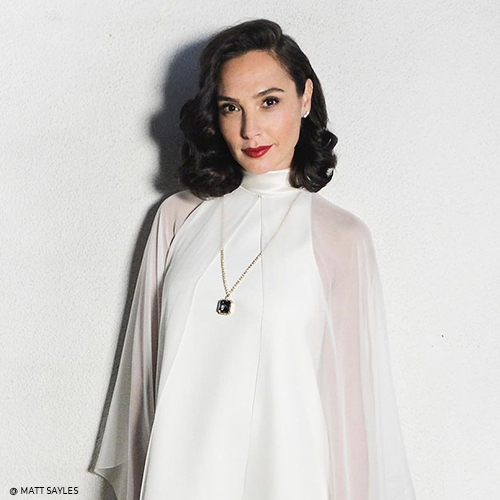 Gal Gadot and the Oval onyx cabochon diamond necklace