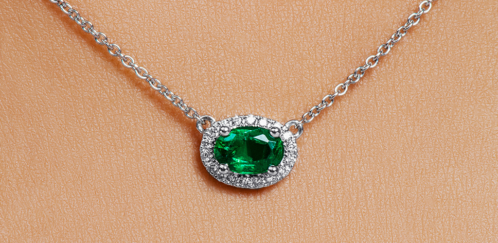 18K White Gold East-West Set Oval Halo Emerald And Diamond Necklace
