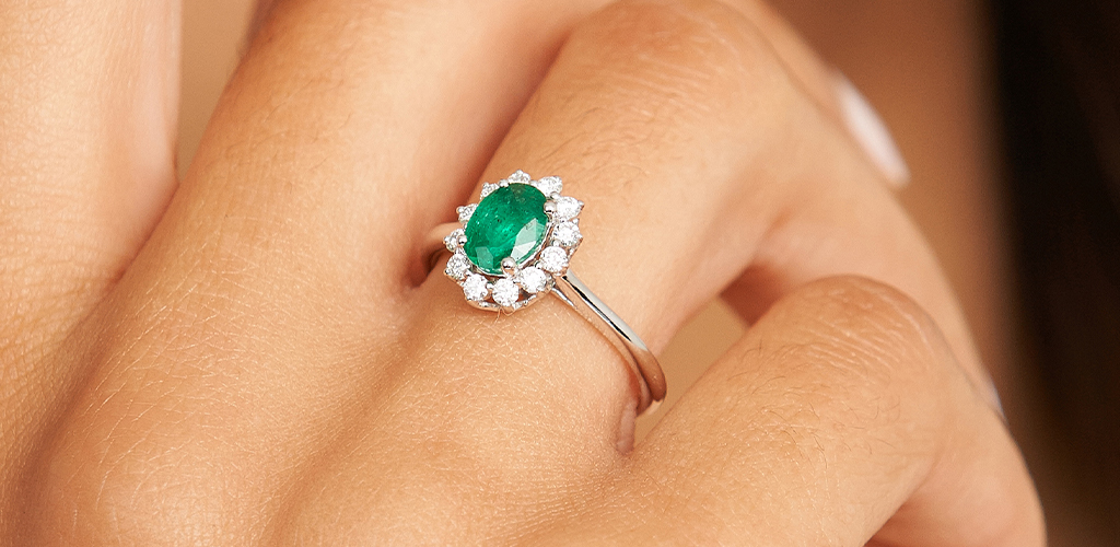 18K White Gold Oval Halo Emerald And Diamond Ring
