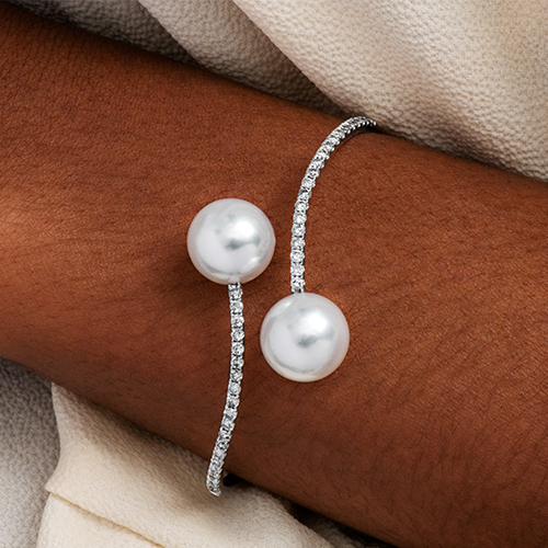 18K White Gold South Sea Cultured Pearl And Diamond Curving Bangle Bracelet (12.0-13.0mm)