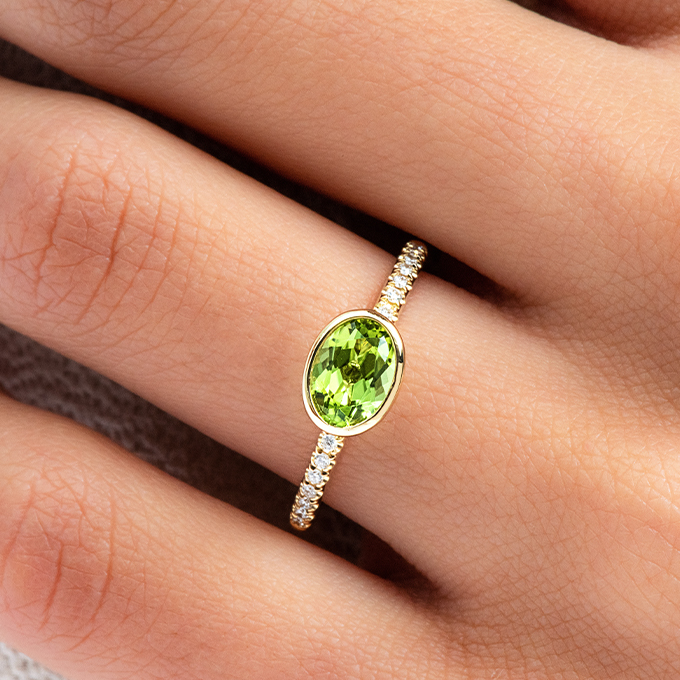 18K Yellow Gold East-West Oval Peridot And Diamond Ring