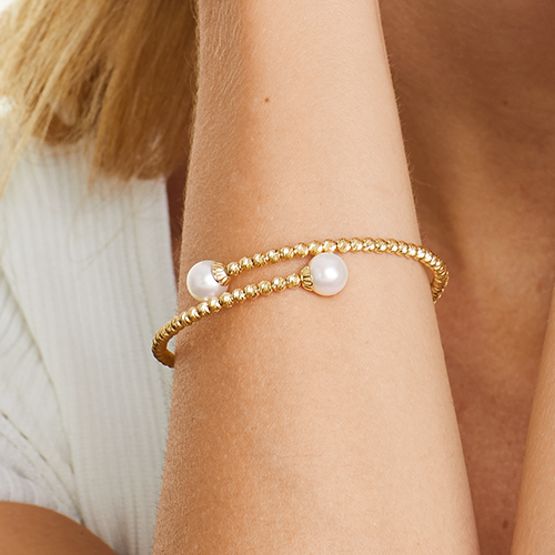 14K Yellow Gold Akoya Cultured Pearl And Textured Brilliance Bead Bangle Bracelet (8.0-8.5mm)